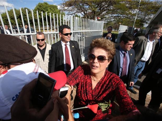 Dilma deixou em definitivo o Palácio da Alvorada, em Brasília, e seguiu para Porto Alegre (RS) (Foto: André Dusek/Estadão Conteúdo)