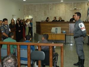 Julgamento de Odessi e Gi sobre o caso Alexandre Martins (Foto: Ricardo Medeiros/ A Gazeta - 16/09/2004)