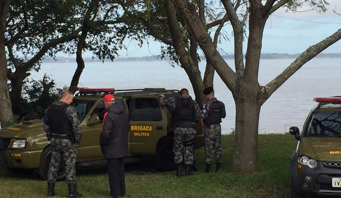 Policiais militares treino do Inter (Foto: Tomás Hammes/GloboEsporte.com)