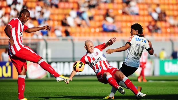 Romarinho jogo Corinthians e Náutico (Foto: Marcos Ribolli / Globoesporte.com)