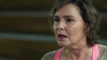 Irene questiona as intenções de Joana