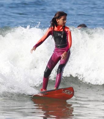 Sophia Medina surfe (Foto: Basilio Ruy)