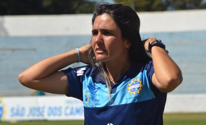 Emily Lima técnica do São José futebol feminino (Foto: Tião Martins/ PMSJC)