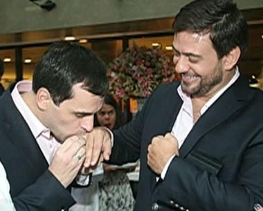 Bruno Astuto ficou noivo do estilista Sandro Barros no último fim de semana (Foto: Mais Você / TV Globo)