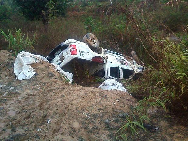 Acidente com viatura da PM na Bahia (Foto: Leandro Alves/ Bahia10.Com.Br)