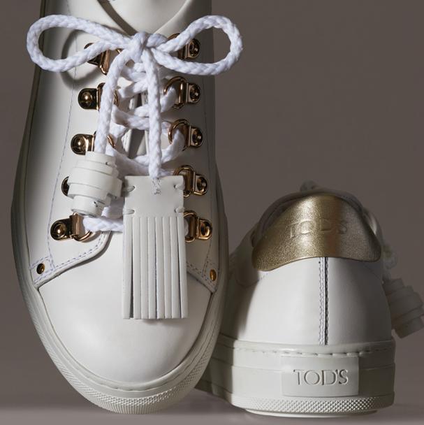 Do street style pro mundo deluxe, tênis branco é aposta da Tod's (Foto: Divulgação)