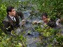 Romeu e Cunegundes caem no lago após confusão