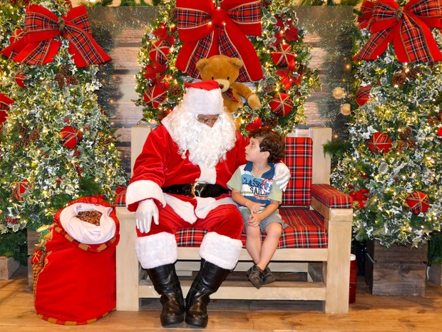 Keli Cláudia Felipe de Pitangueiras (SP) fotografou o filho Kauan Felipe pedindo presentes de Natal para o Papai Noel. (Foto: Keli Cláudia Felipe/VC no G1)