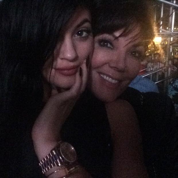 Kylie Jenner com a mãe, Kris Jenner, em show nos Estados Unidos (Foto: Instagram/ Reprodução)