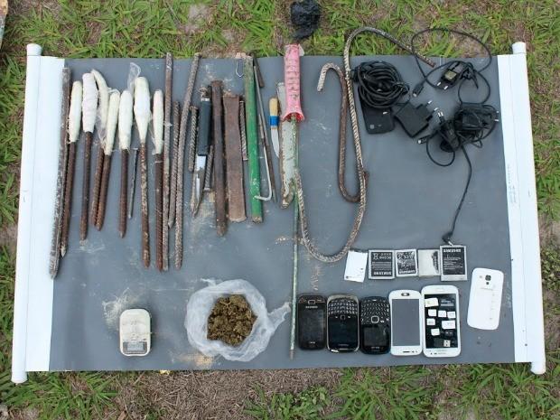 Material usado para abrir túnel e drogas foram encontrados em cela (Foto: Érica Melo/Seap)