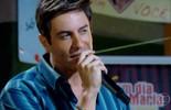 Fabian dá entrevista e canta para as fãs