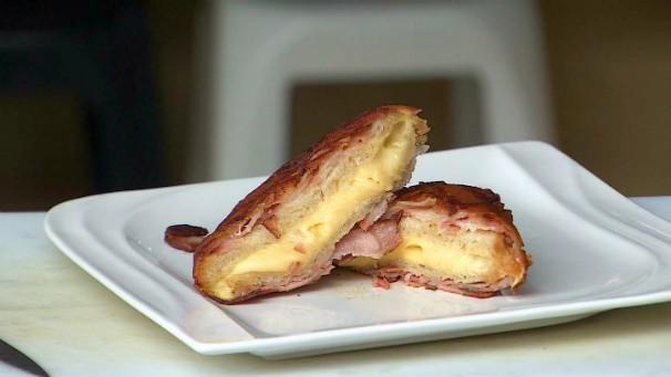 Chef André Palandi ensina receita do sanduíche de bacon (Foto: Reprodução/ TV Vanguarda)