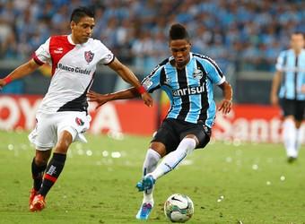 Lateral do Grêmio Wendell no jogo contra o Newell s Old Boys pela  Libertadores 2014 (Foto 9cc2b8e56b091
