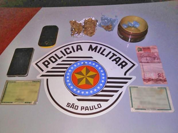 Droga, dinheiro e celulares também foram apreendidos (Foto: Polícia Militar/Cedida)