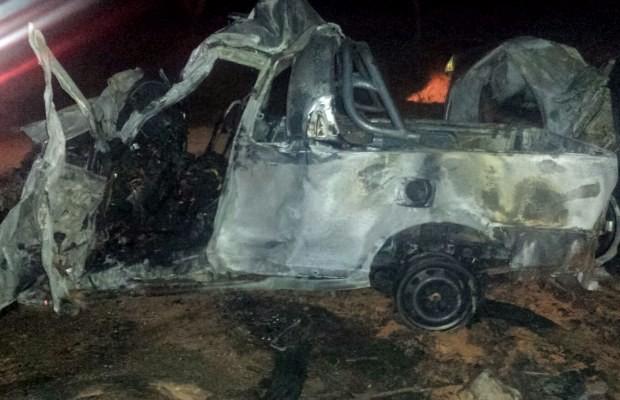 Picape ficou destruída após acidente na BR-070, em Montes Claros de Goiás (Foto: Divulgação/ PRF)
