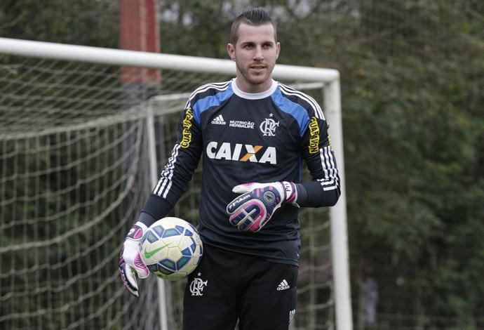 Paulo Victor treinou nesta terça-feira, véspera do duelo (Foto: Gilvan de Souza/ Fla Imagem)