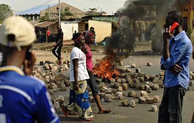 Ataques deixam mortos durante eleição presidencial do Burundi 000_par8231998_1
