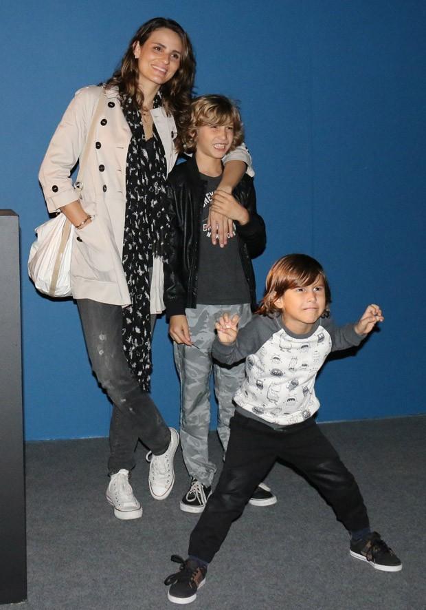 Fernanda Tavares e os filhos, Artur e Lucas (Foto: Fabio Moreno/AgNews)