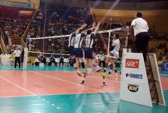 Montes Claros Vôlei e Minas - penúltima rodada da Superliga 2015 (Foto: Jucilene Magalhães)