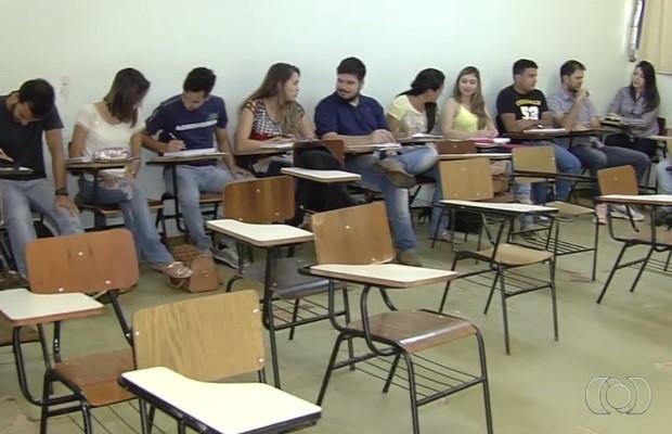 Alunos temem cancelamento de semestre por causa da greve Goiânia Goiás (Foto: Reprodução/TV Anhanguera)
