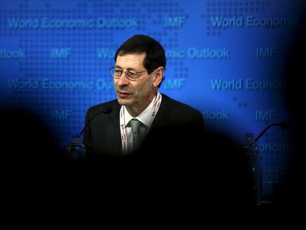 Economista-chefe do FMI, Maurice Obstfeld, durante coletiva de imprensa nesta terça-feira (12) (Foto:  REUTERS/Mariana Bazo/Files)