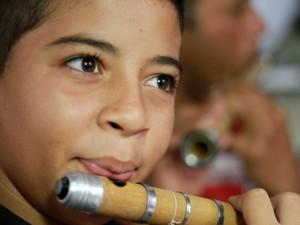 Aprendiz, xxxxxxxxxxxxxx toca pífano desde os 7 anos (Foto: Waldson Costa / G1)