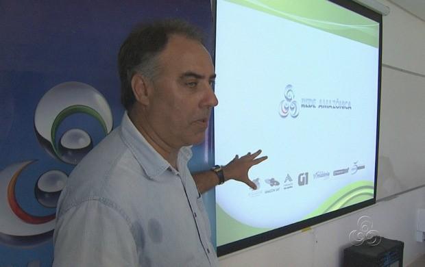 O editor geral de jornalismo da Rede Amazônica, Luís Augusto, durante sua participação no evento (Foto: Amazonas TV)