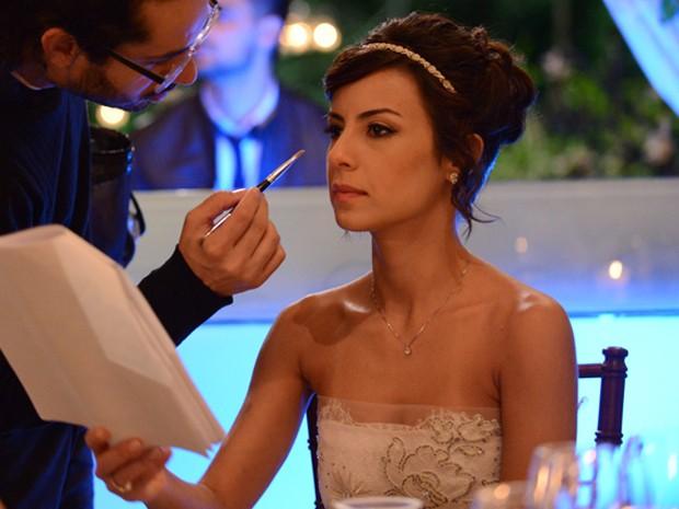 Andreia Horta pronta para casamento em Império (Foto: Raphael Dias / Gshow)