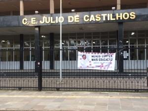 Escola Júlio de Castilhos Julinho paralisação protesto educação parcelamento salários (Foto: Patrícia Cavalheiro/RBS TV)