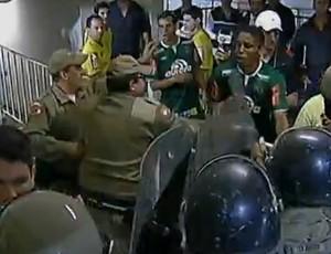 confusão, arena joinville, jec, joinville, chapecoense, assessor, polícia militar, pm, (Foto: Reprodução PFC)