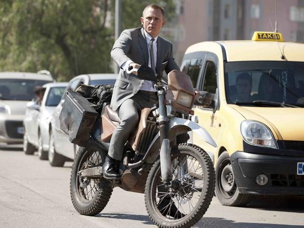 James Bond com sua CRF 250R modificada (Foto: Divulgação)