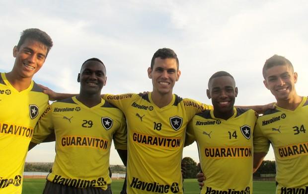 Lucas Zen, Sassá, Alex, Dedé e Gegê do Botafogo (Foto: Fred Huber)