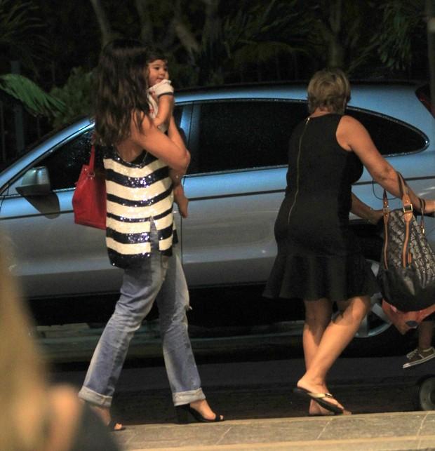 Eles deixam o shopping (Foto: Delson Silva/Agnews)