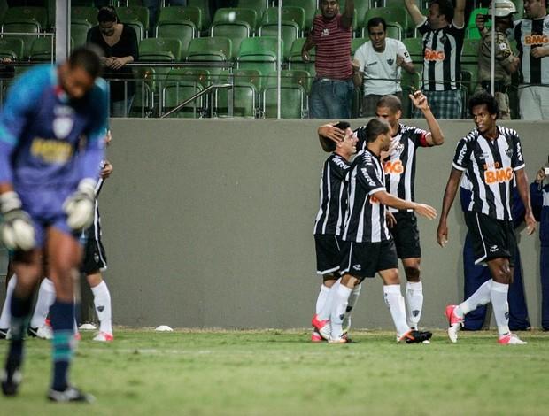 Jogadores do Atlético-MG comemoram gol na Portuguesa (Foto: Bruno Cantini / Flickr do Atlético-MG)