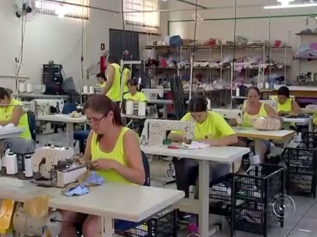 Fábricas empregam 2.500 pessoas em Tabatinga (Foto: Reprodução/TV TEM)