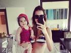 Vera Viel posa de biquíni com filha caçula: 'Vamos à praia, Miami Beach'