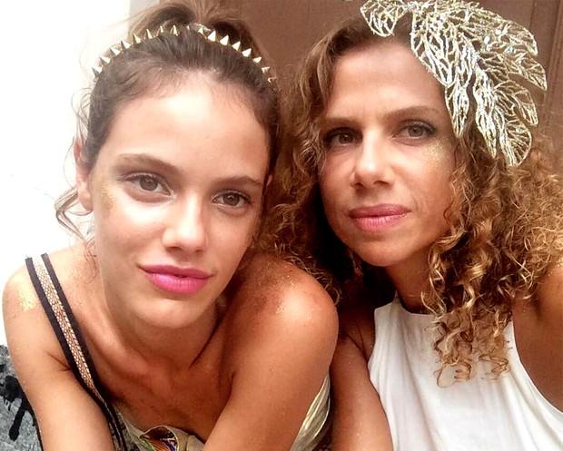 Laura Neiva e a mãe, Michele Miranda (Foto: Reprodução / Instagram)
