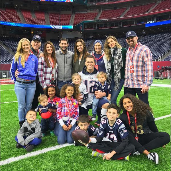 A modelo Gisele Bundchen com o marido e familiares (Foto: Instagram)