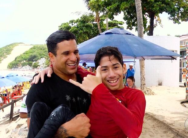 Com 11 anos, Jonas sonha ser surfista e conhece Ítalo Ferreira (Foto: Reprodução/Inter TV Cabugi)