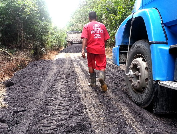 estrada de acesso CT do Sport (Foto: Edgar Maciel de Sá)