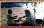 'Encontro' entrevista gerente de banco que atendeu cliente sentado no chão da agência
