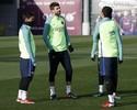 Piqué treina normalmente na véspera da partida contra o Atlético de Madrid