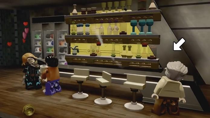A salvação de Stan Lee nessa festa de LEGO Avengers está nos milkshakes escondidos atrás do bar (Foto: Reprodução/Rafael Monteiro)