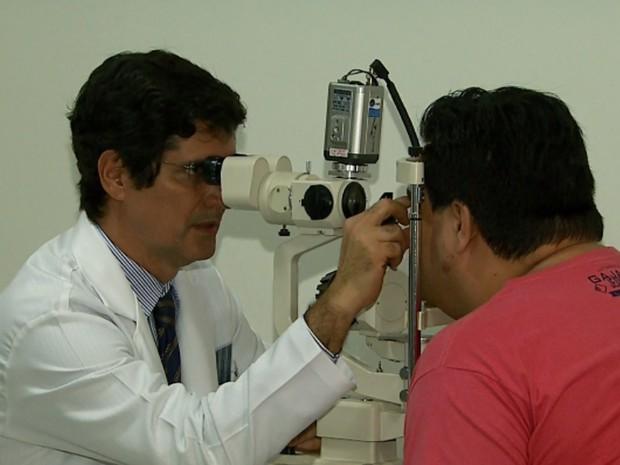 Método inédito combinou cirurgia de catarata e transplante de córnea (Foto: Reprodução/EPTV)