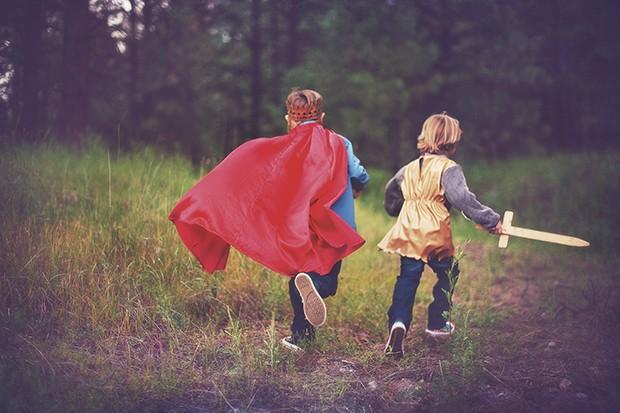 Crianças correndo (Foto: Adriana Varela / Getty Images)