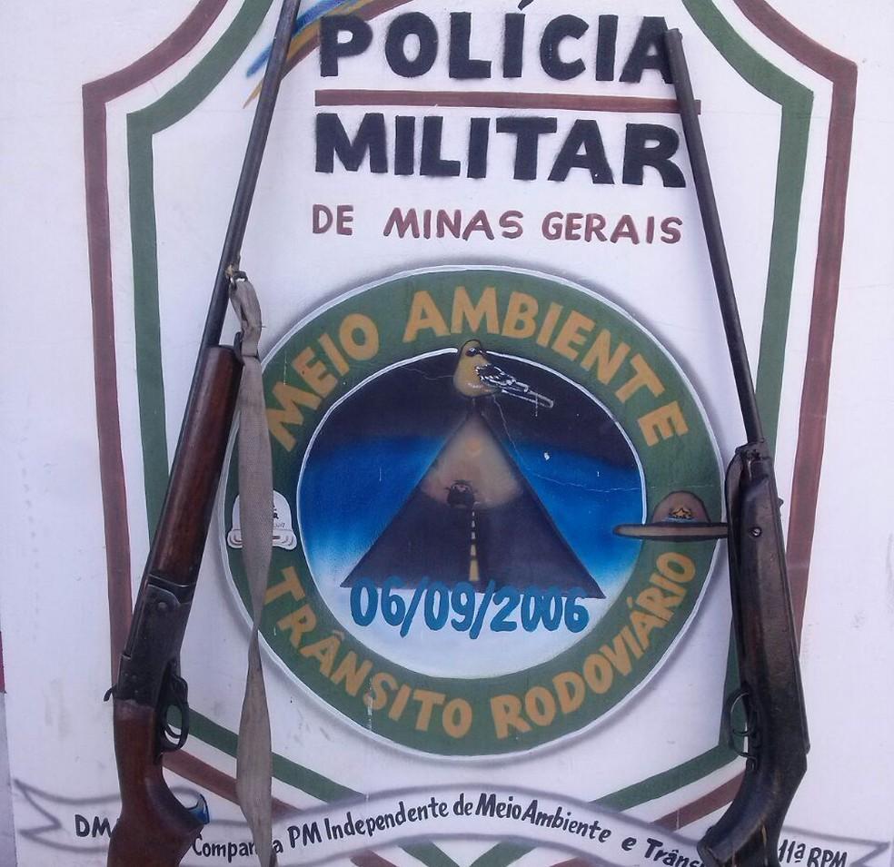 Polícia apreendeu duas armas (Foto: Polícia Militar/ Divulgação)