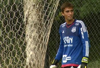 César goleiro Ponte Preta (Foto: Carlos Velardi / EPTV)