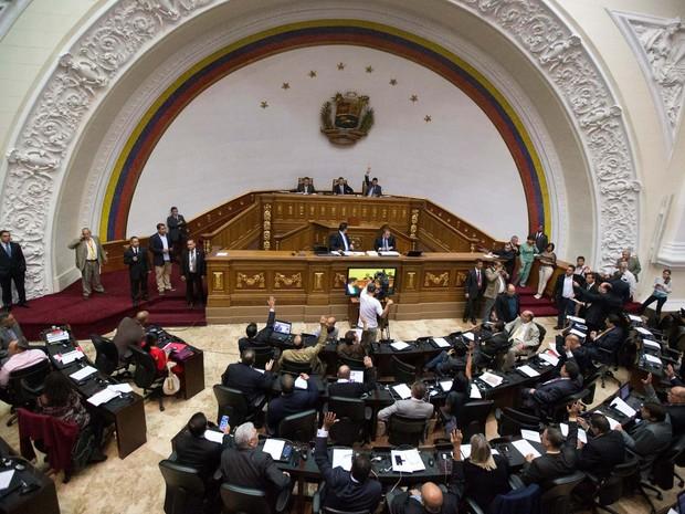 Imagem de 6 de janeiro de 2016 mostra a primeira sessão da nova Assembleia Nacional da Venezuela (Foto: AP Photo/Fernando Llano, File)