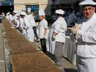 Por recorde, chefs preparam prato tradicional de 32 metros no Líbano