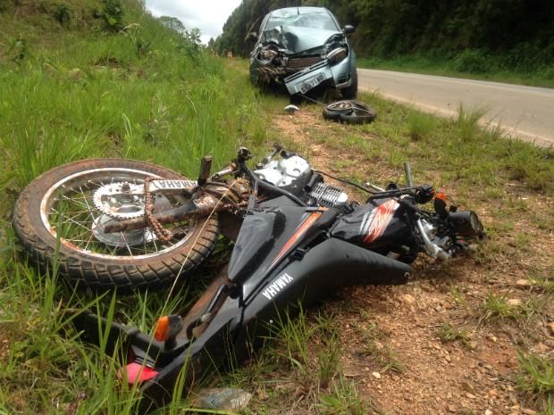Motociclista morreu na manhã desta quarta-feira (28) (Foto: Gabriel Guerra / TV TEM)